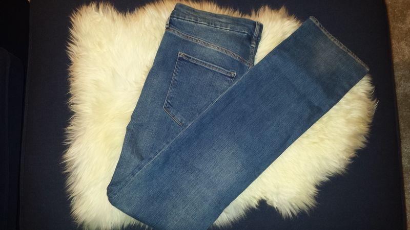 Es handelt sich hier um eine ungetragene #blaue #denim #jeans mit Waschung der Marke H&M. Sie ist Größe 32/32 und der Schn...