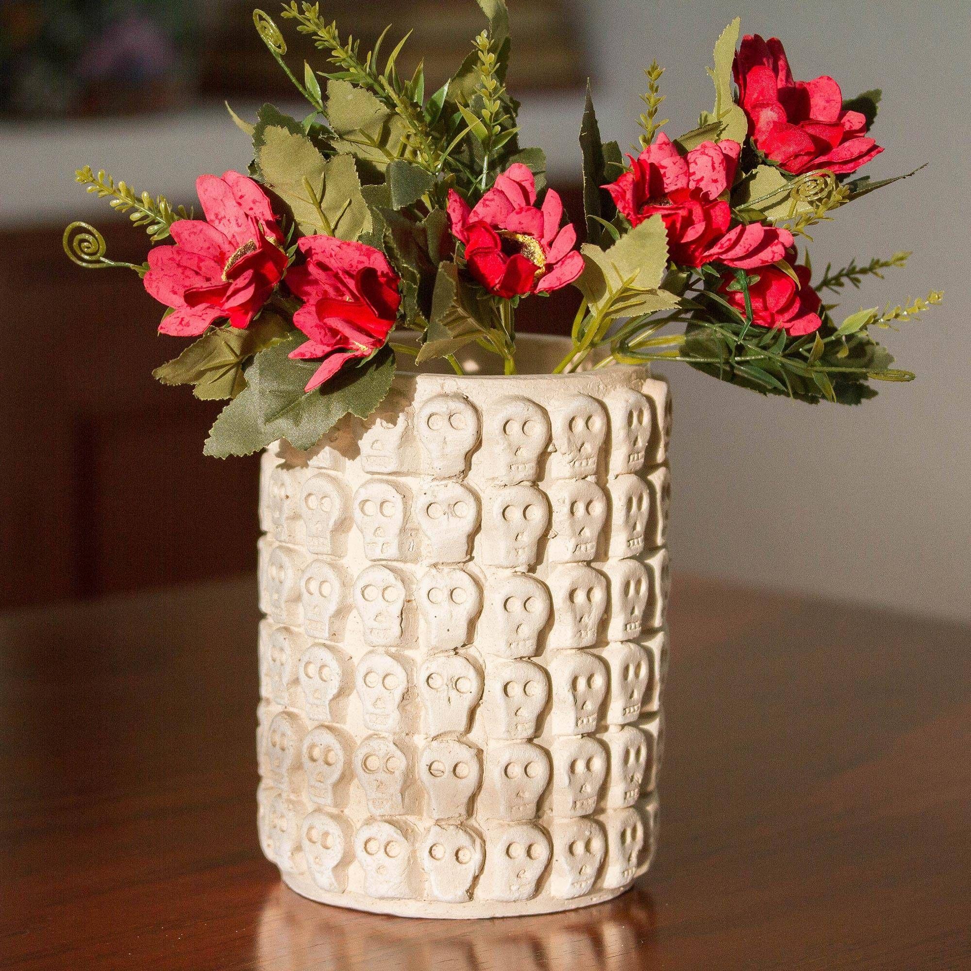 Ceramic flower pot, 'Rows of Skulls'