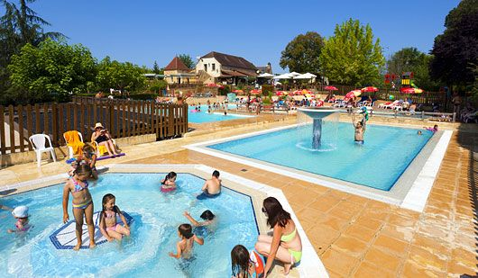 Bienvenue au camping 4 étoiles Les Grottes de Roffy - Sarlat - camping dordogne etoiles avec piscine