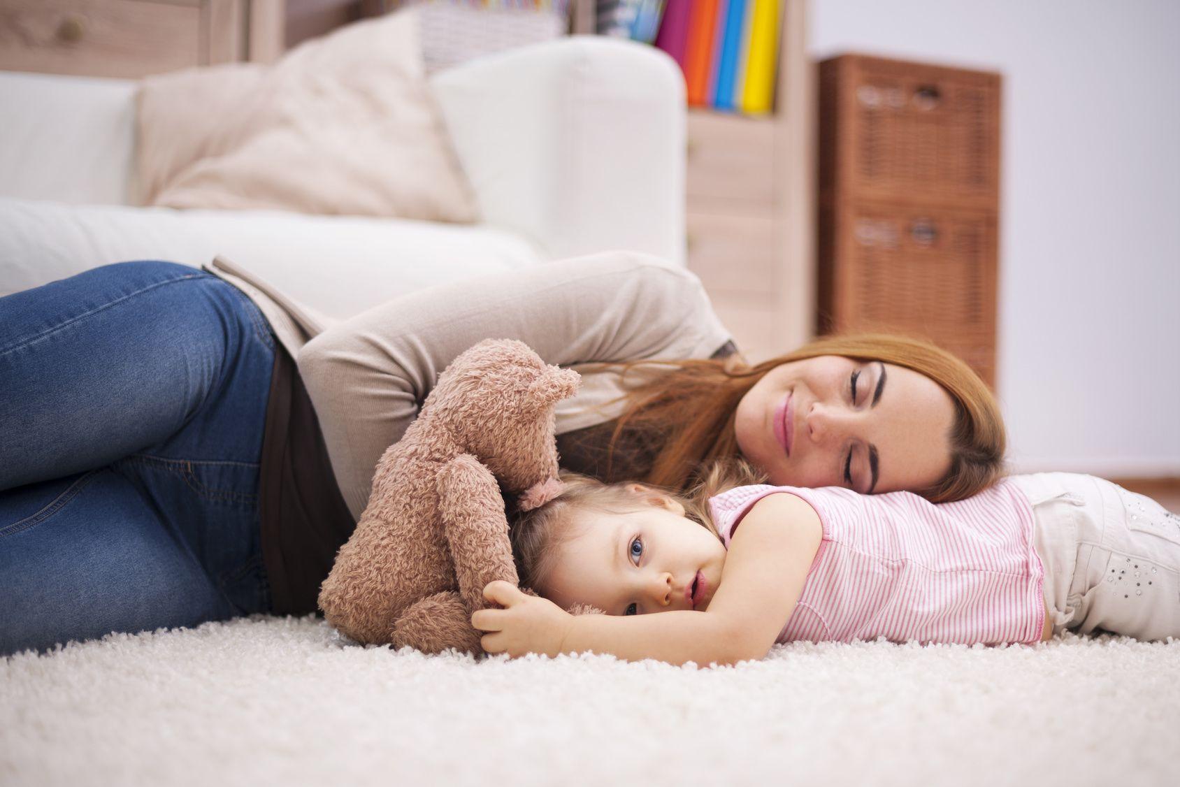 5 tapaa, miten lapsen saaminen on hieman samanlaista kuin humalassa oleminen
