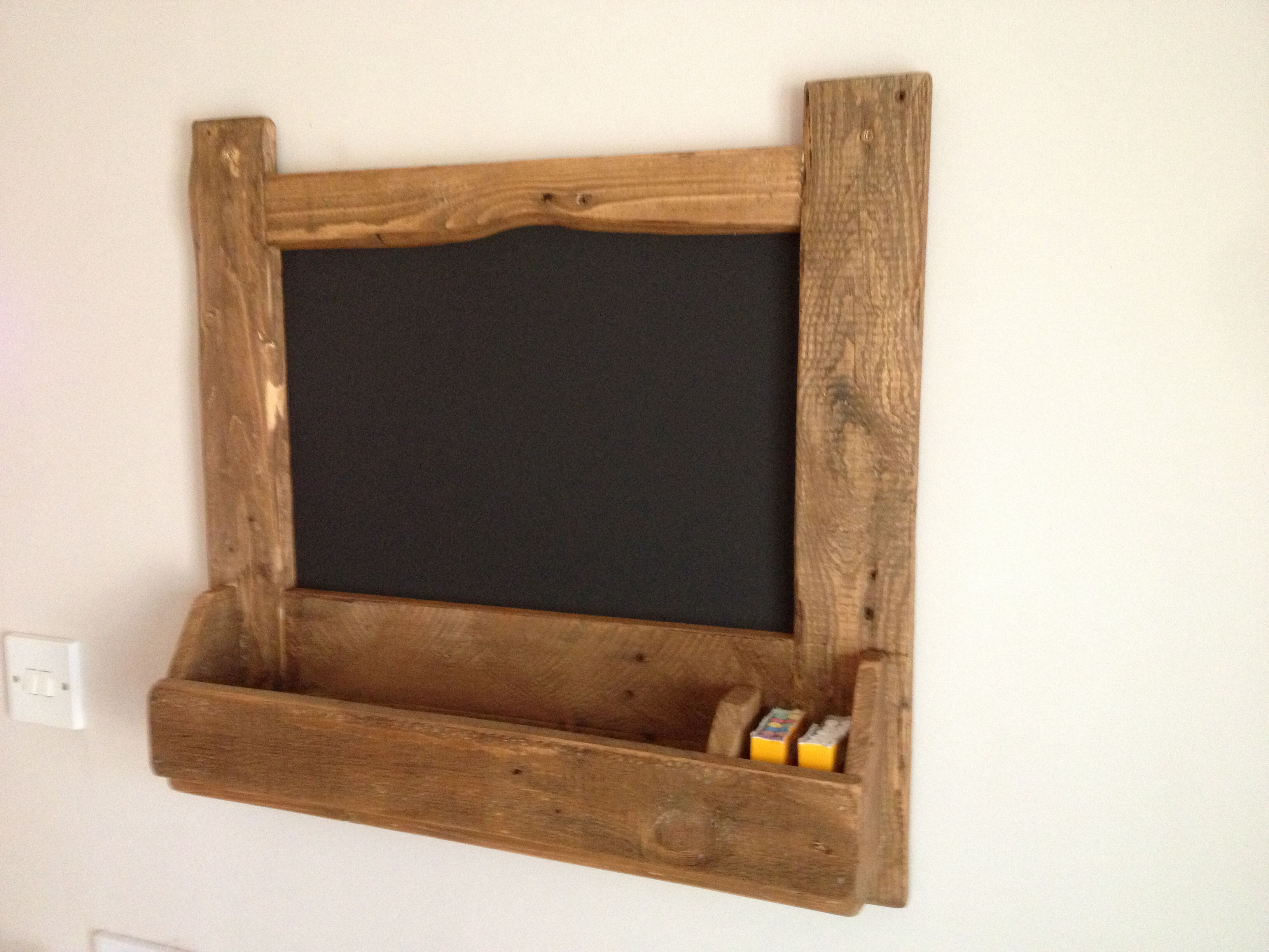 Pallet wood chalk board tidy (With images)   Diy furniture ...