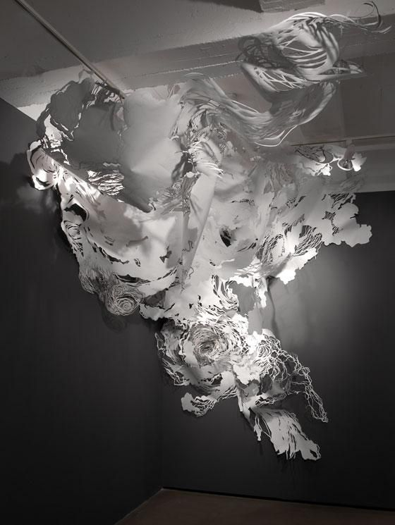 Paper Art installation by Mia Pearlman MIA PEARLMAN was born in the USA in 1974. She lives and works in Brooklyn (NY). Her work is featured in several books on the use of paper in contemporary art.