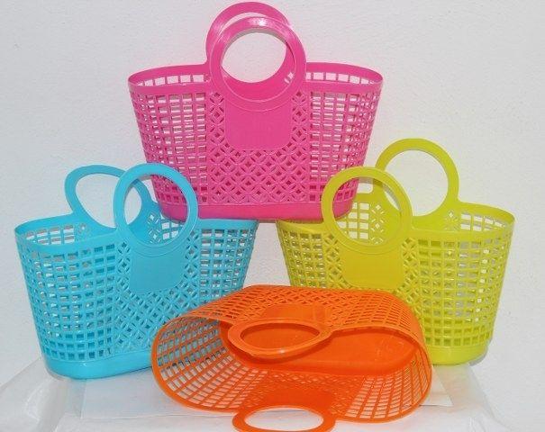 Estas coloridas cestas son fabulosas para la piscina o la playa. Animaros a personalizarla, ¡es muy sencillo!  http://www.hazlo-manualidades.com/index.php?option=com_virtuemart=productdetails_product_id=16471_category_id=1457