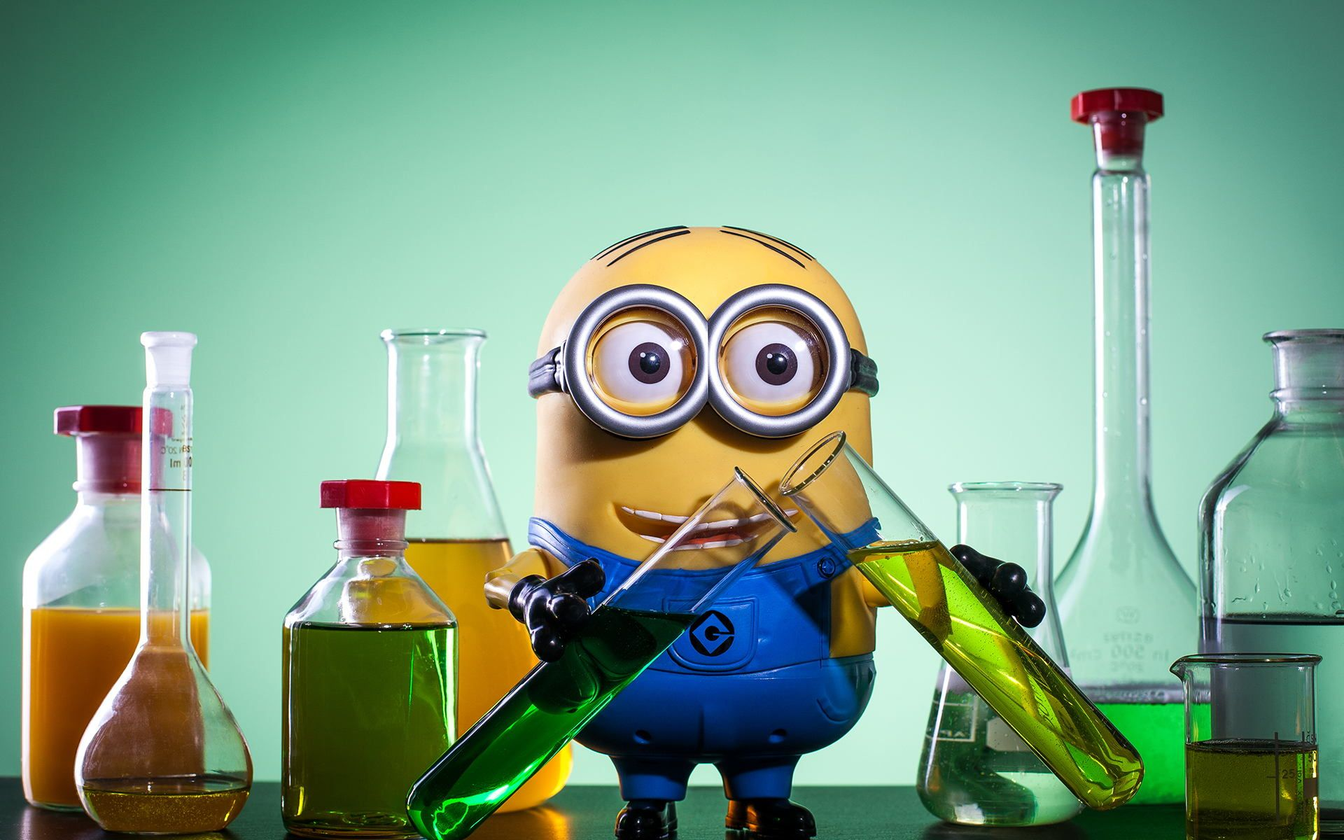 Minion Does... Science