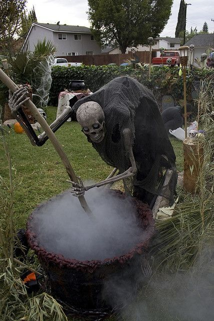 Scary Halloween Decor Ideas halloween  Pinterest Be cool, The