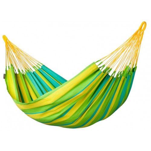 Hamac Lime, de la marque La Siesta, fabriqué dans la tradition colombienne. Le tissu resiste aux intempéries.  Parfait pour se reposer avant la rentrée. #Hamac #Repos #Sieste