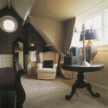 slaapkamer in engelse stijl met oor fauteuil en woonaccessoires in engelse stijl engels huis