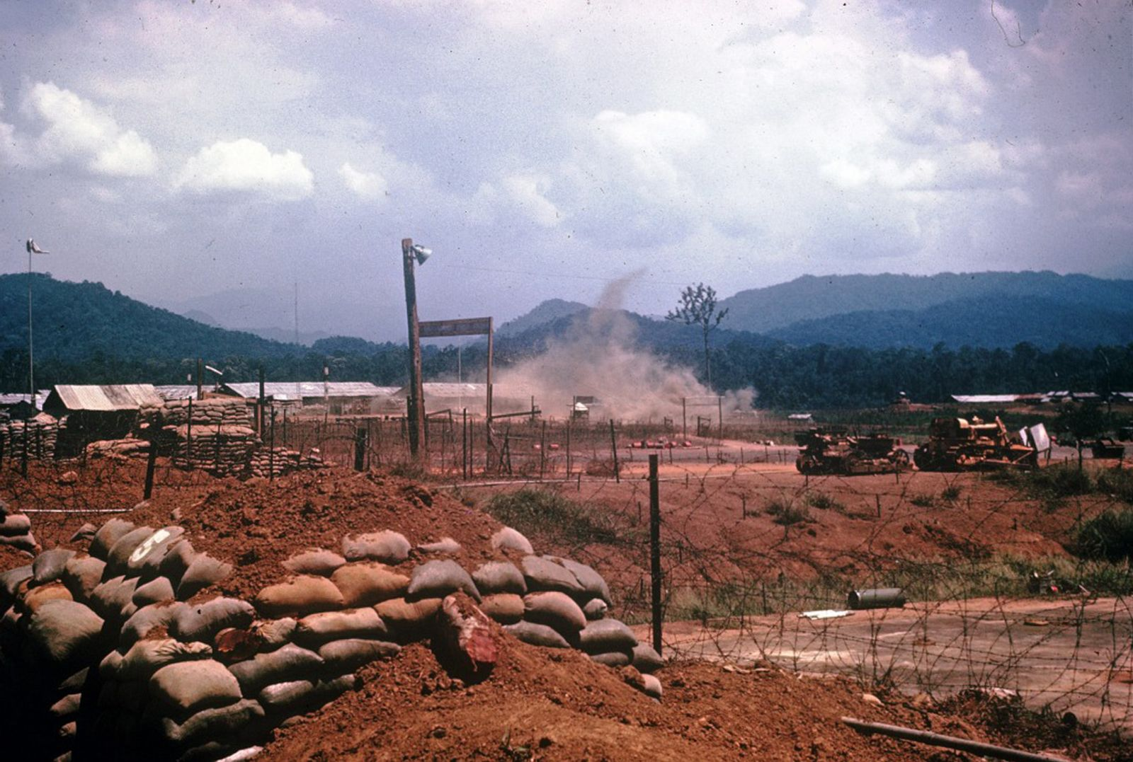 Pin on Vietnam War Deux