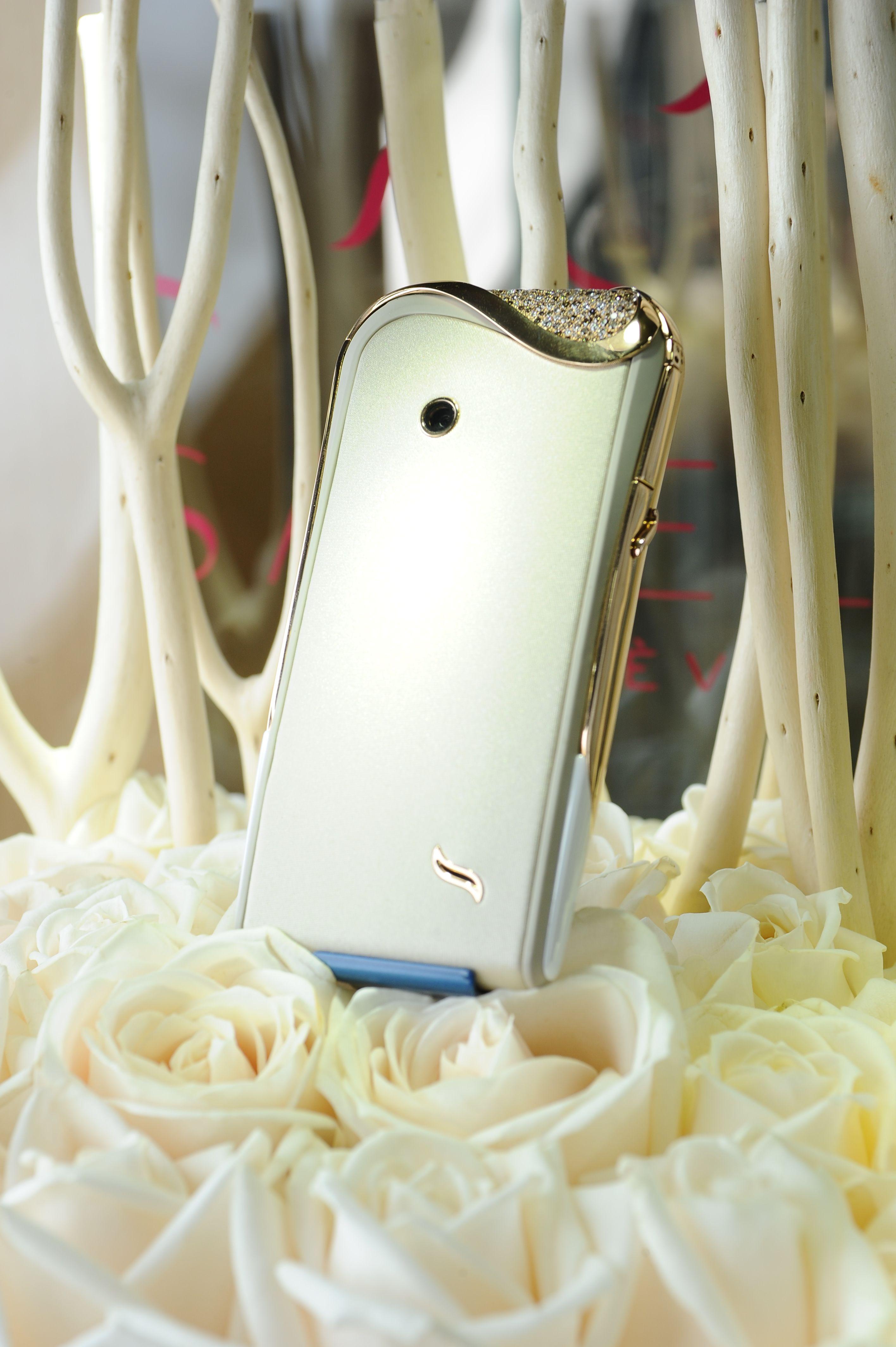 Savelli Jardin Secret collection of luxury smartphones specially