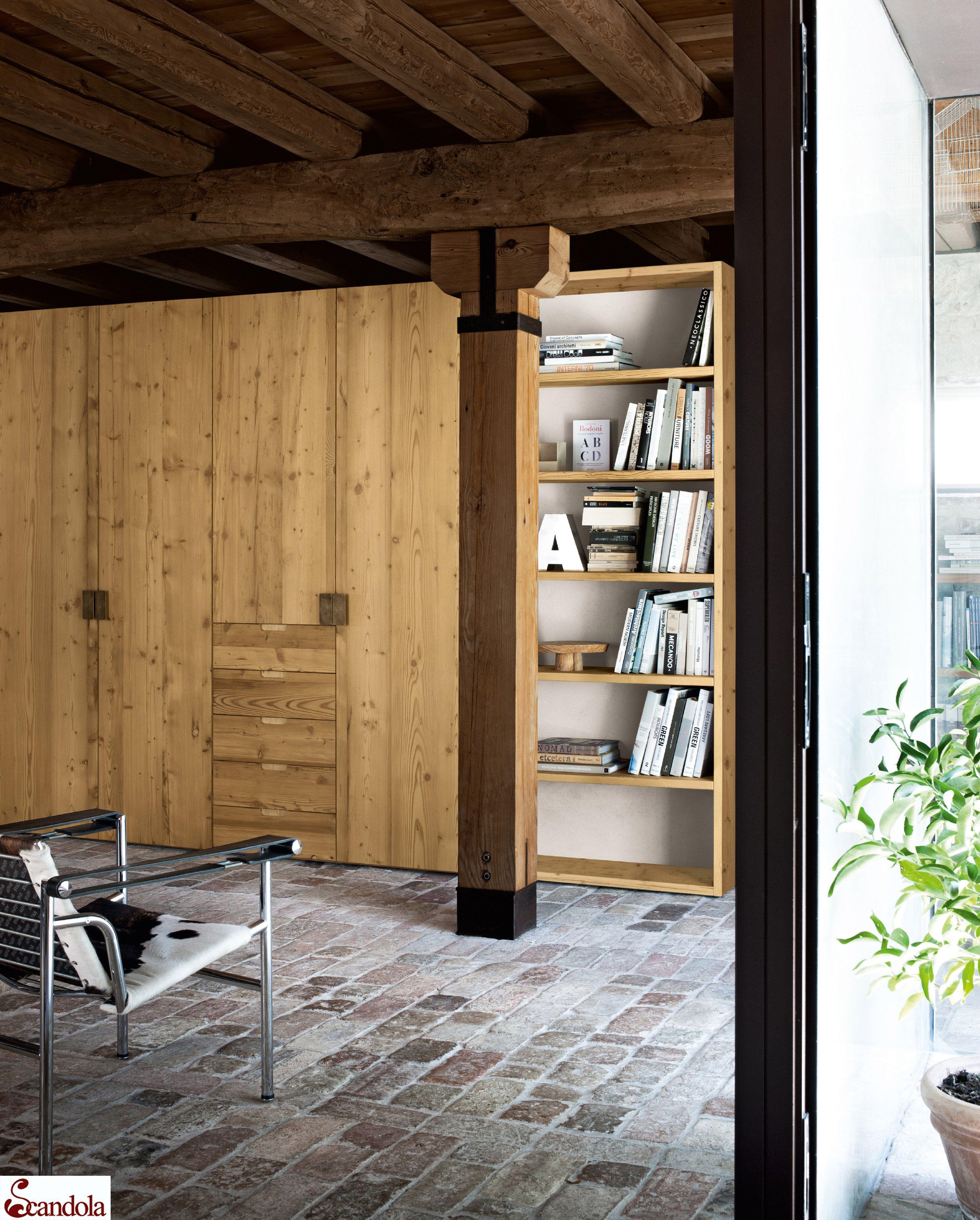 Armadio in legno vecchio / Old wood wardrobe. # ...