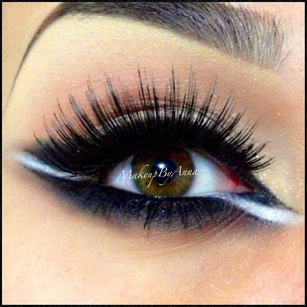 White cut through smokey eyeshadow #smokey #black #bold #eye #makeup #eyes