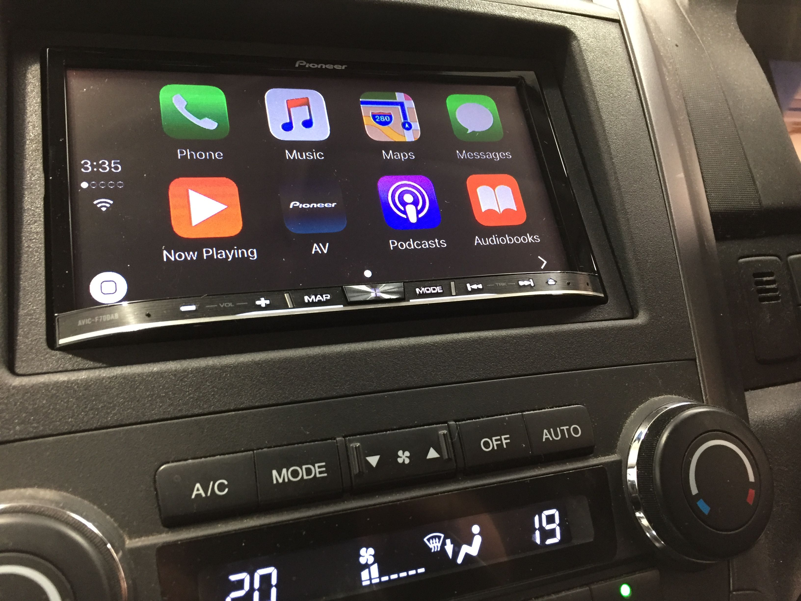 Honda crv gets the pioneer car treatment with a brand new digital radio touchsceen dvd player complete with apple car play android auto support