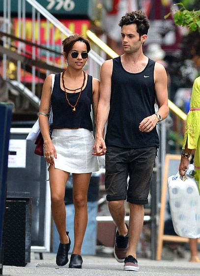 Zoe Kravitz and freshly-shorn beau Penn Badgley hung out in Manhattan's East Village July 14.