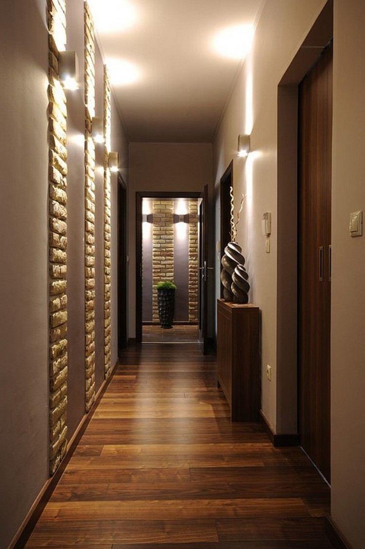 aménager-un-couloir-étroit-idées-modernes-parquet-massif