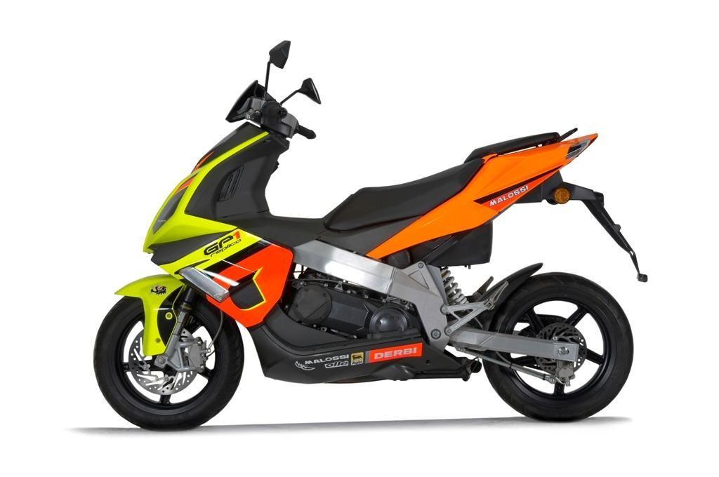 moto scooter racing