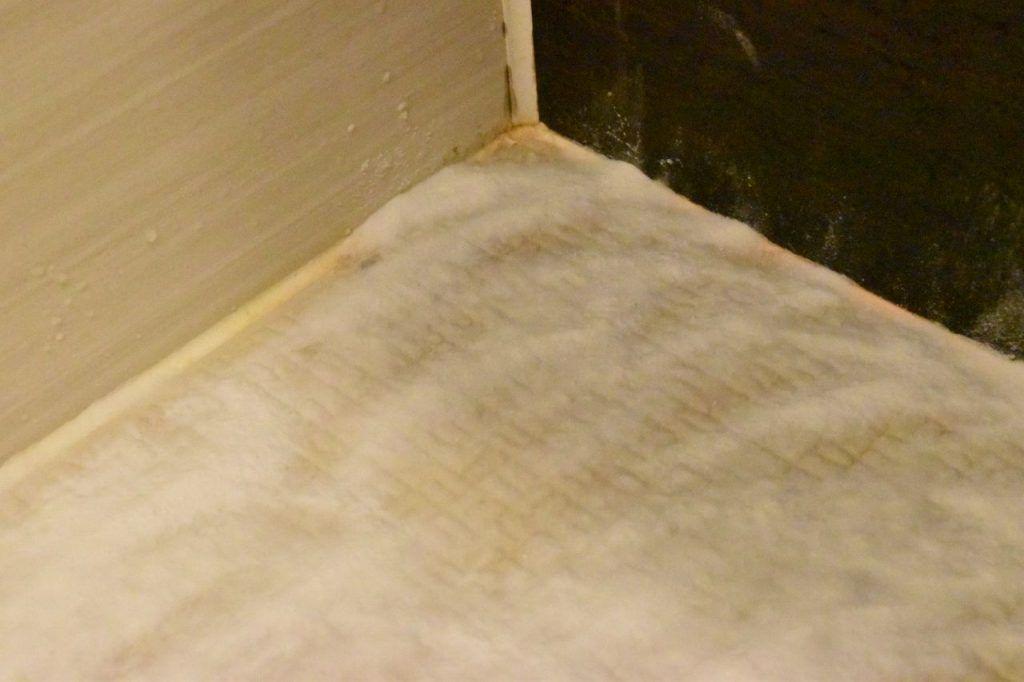 お風呂場の床の黒ずみを10分の掃除で綺麗にできた方法 風呂 床 掃除 掃除 風呂 カビ 掃除