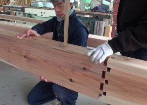 Técnicas de construção antiga Junte-se a madeira sem cola ou pregos