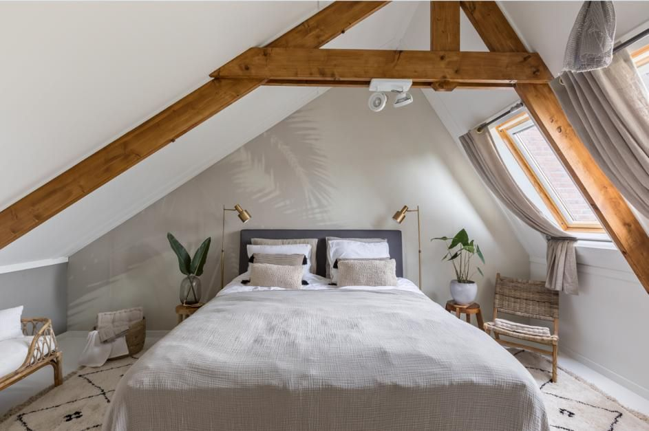 van rommelige zolder naar natuurlijke slaapkamer eigen huis en tuin