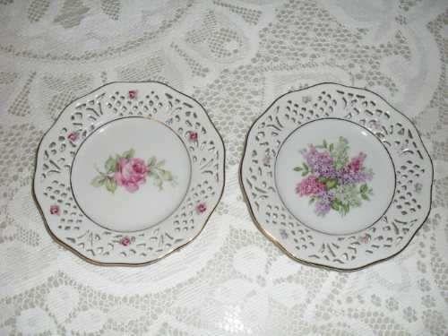 Par De Platos Porcelana Alemana,calado, Fondo Pintado Flores - U$S 45,00