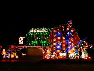 How to hang outdoor christmas lights youll be glad you read this how to hang outdoor christmas lights youll be glad you read this mozeypictures Choice Image