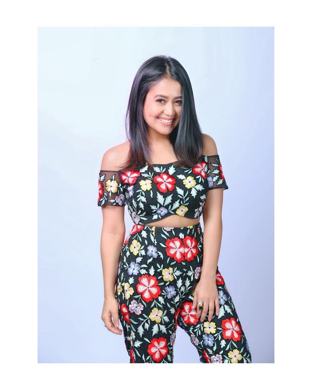 Neha Kakkar On Instagram My Look From Dilbar Tseriesmixtape 1day To Go For The Video Make Up Riti In 2020 Neha Kakkar Dresses Neha Kakkar Fashion