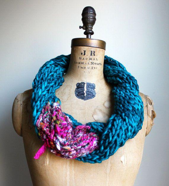 Bohemian knit loop infinity scarf. Teal. Pink. por Happiknits