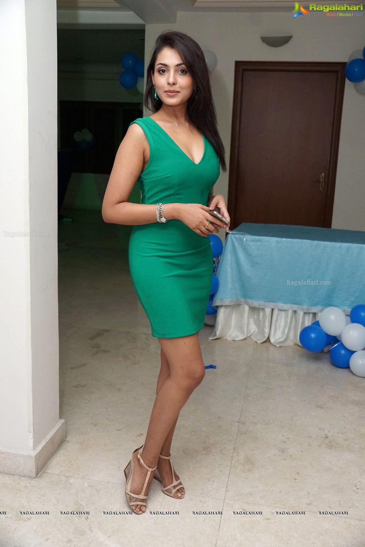 Madhu Shalini Nude Photos Classy beautiful madhu shalini photos - image 29 | indian cinema
