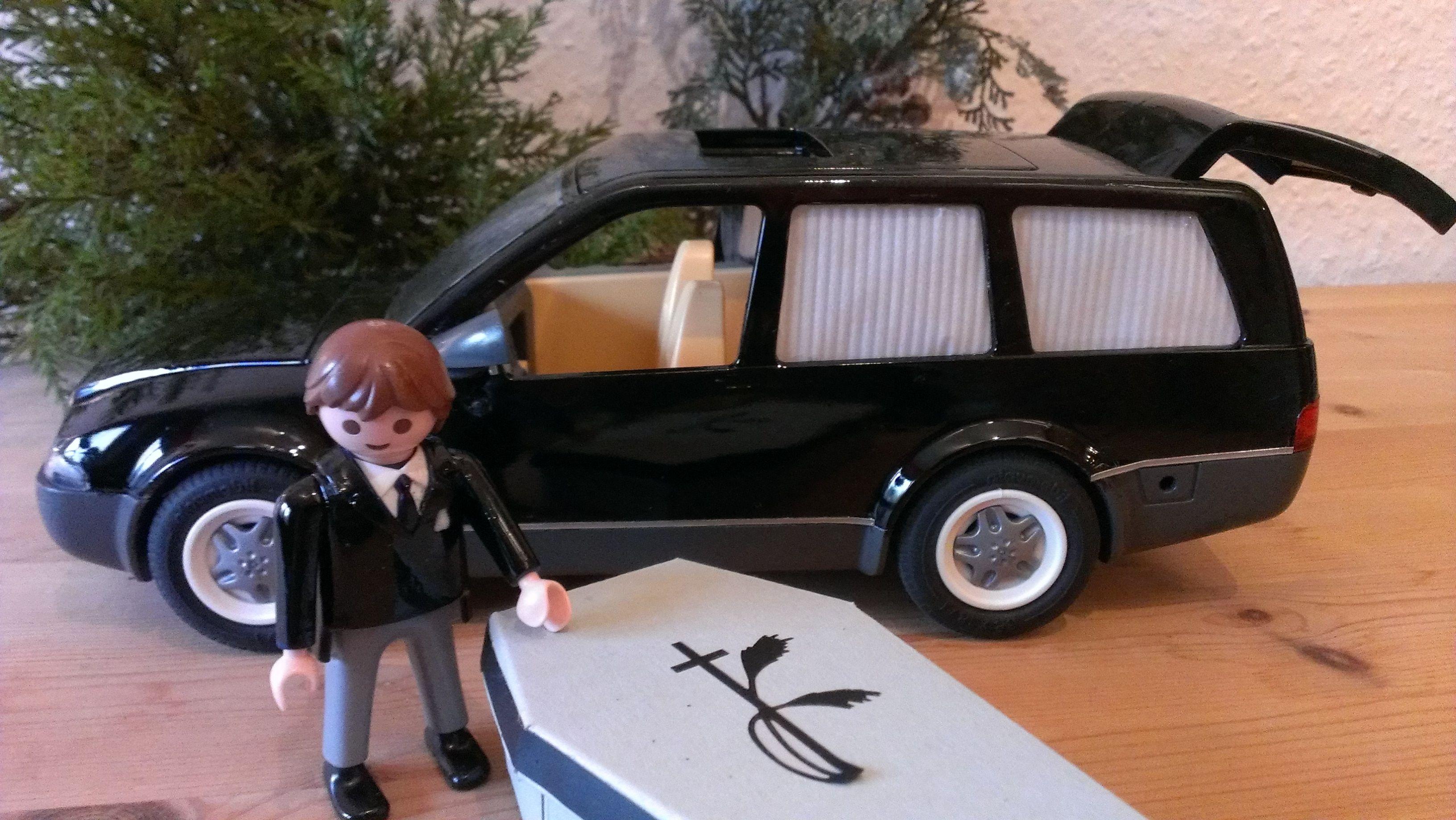 ich habe f r unseren sohn aus einem playmobil polizeiauto einen leichenwagen gebaut aaaaaa. Black Bedroom Furniture Sets. Home Design Ideas
