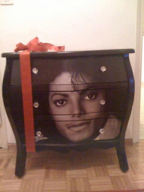 Michael Jackson DRESSER !!! OMG. !!!