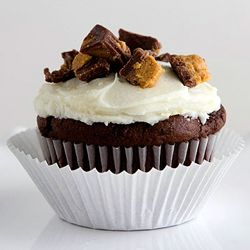 Chocolate Peanut Butter Cupcakes....#dying