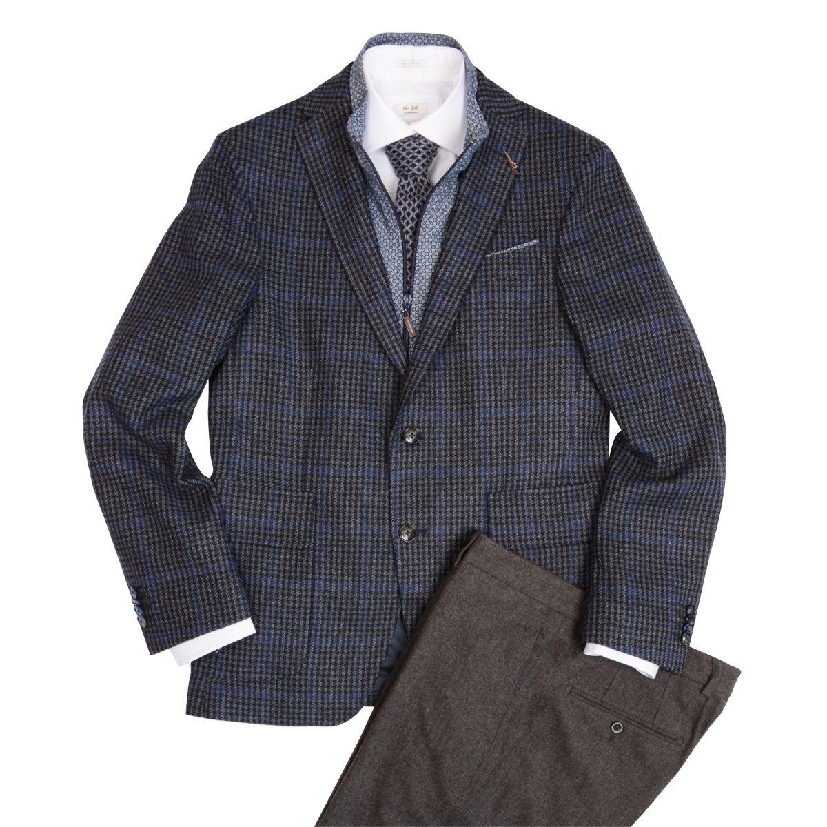 Veston • 650 $ Chemise • 145 $ Cravate Paolo Albizzati • 175 $ Pantalon • 185 $ .VAN GILS | Jacket • $650  Shirt • $145  Tie by Paolo Albizzati • 175 $ Trousers • $185