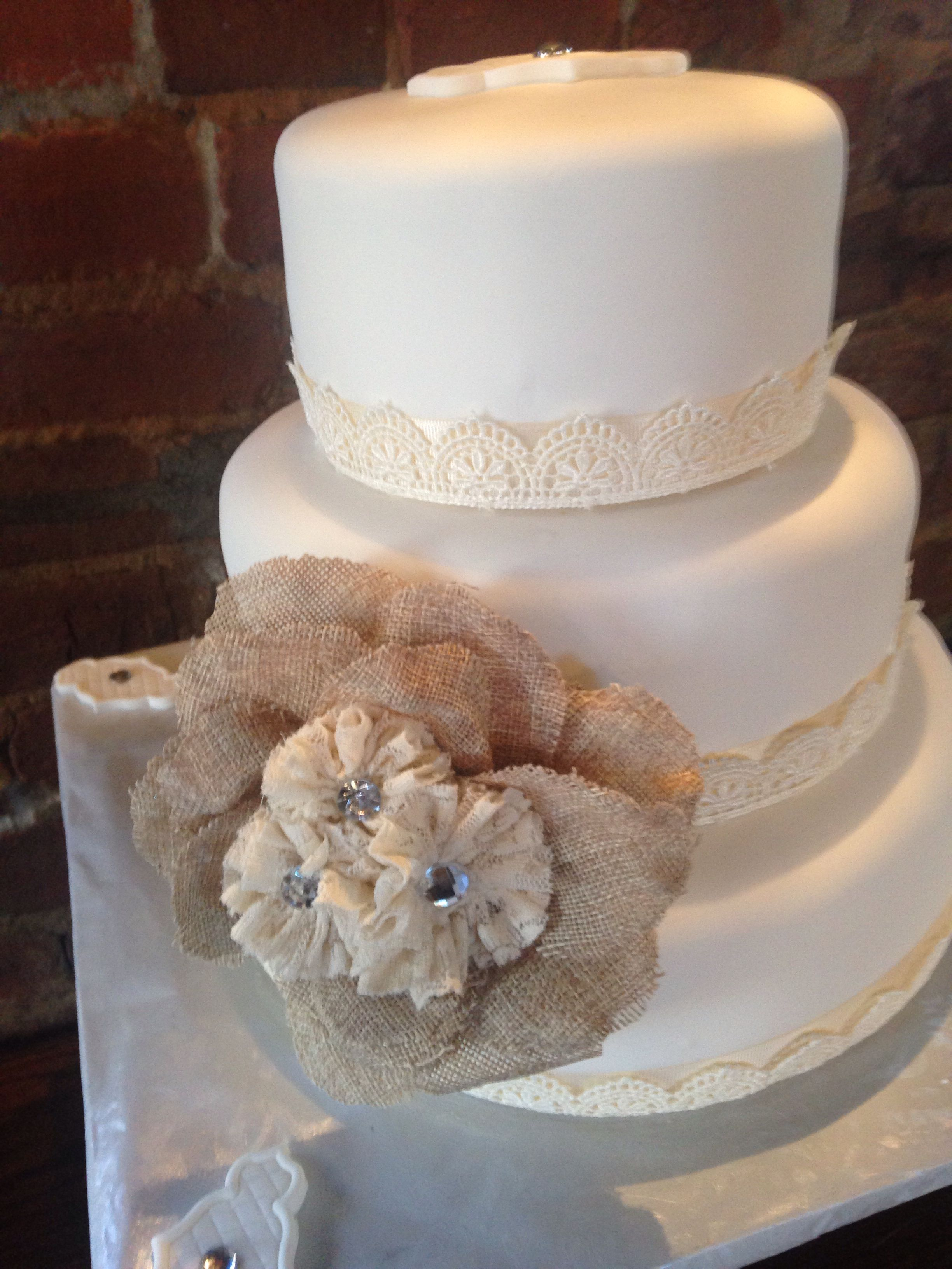 burlap wedding cake burlap wedding cake bake my day creations www bakemyday 2143