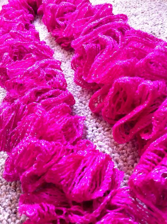 Perfect Valentine\'s Day gifts! Extra thick crochet ruffle scarf ...