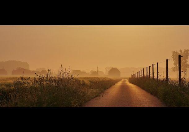 Morning haze. Doe mee aan de National Geographic Fotowedstrijd 2013 en maak kans op een prachtige verre reis!