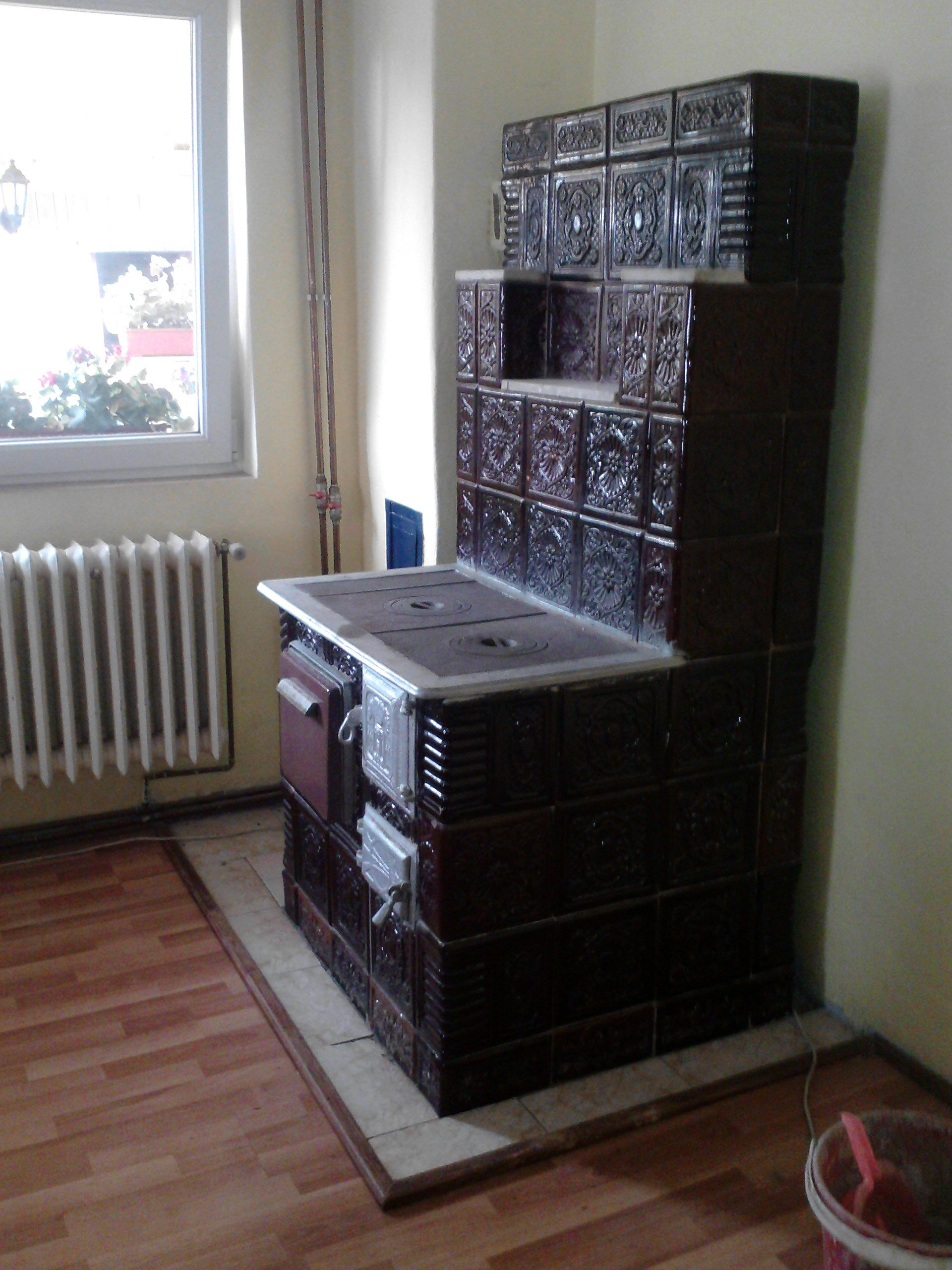 Soba Cu Plita Si Cuptor House In The Woods Rocket Stoves Sobe