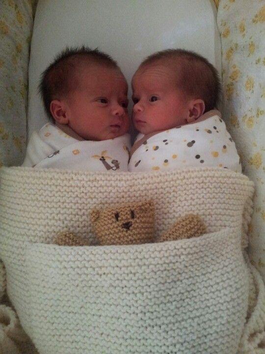 twin girls at 1 week old so cute babies babies babies