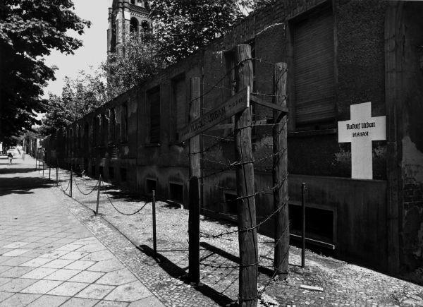 Landesarchiv Berlin - Fotosammlung - Das müsste der Friedhof in der Ackerstraße sein -