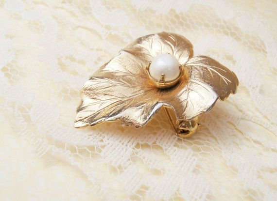 Sarah Coventry Pin Sarah Coventry Brooch Sarah by TheButtonBird