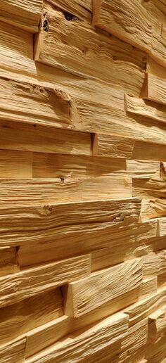 Murete o recubrimiento de alguna pared hecho de pequeños tablones de madera, sin ningún acabado ni lijado; es económico hacer algo de este tipo pues es madera que seguramente fue reciclada.