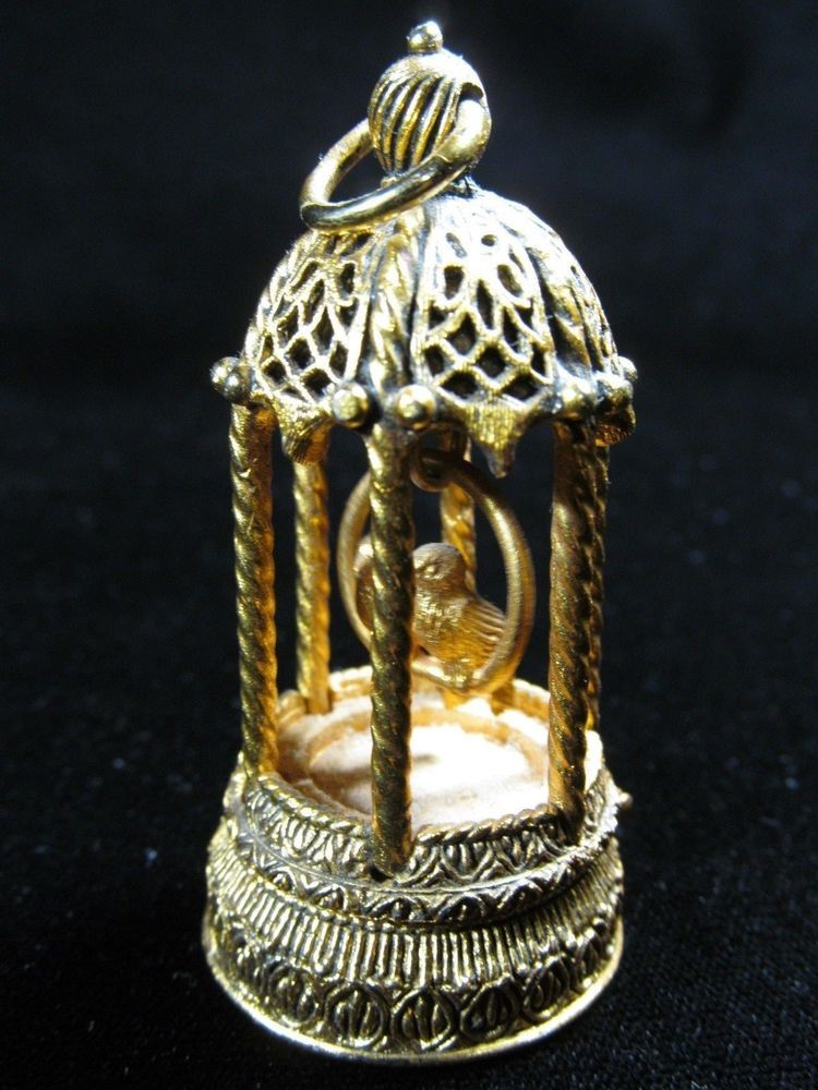 """Very rare Wonderful Antique Gold Tone """"Birds"""" Sniffng perfume or makeup holder"""