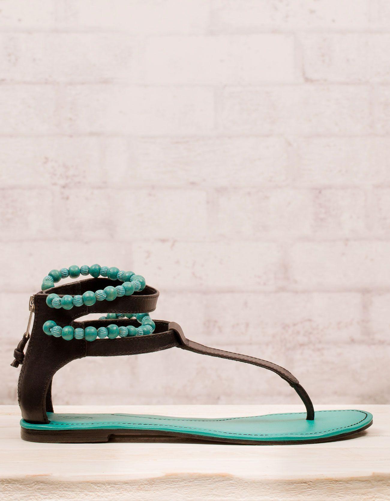 Sandalia plana piel con bolitas