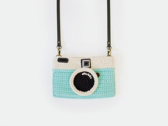 Crochet Vintage Camera Purse/ Mint Color によく似た商品を Etsy で探す