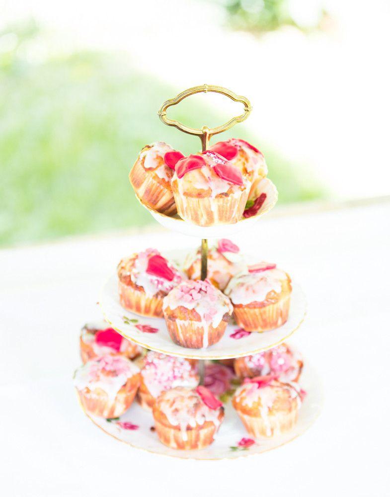 Hochzeits-Muffins auf vintage Etagere - kesselring-fotografies Webseite!