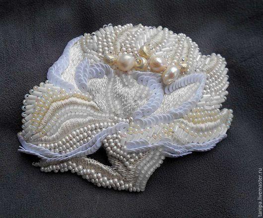 Цветы броши из бисера 156