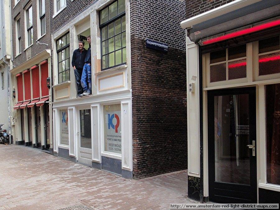 Sint Annendwarsstraat In Amsterdam S Red Light District