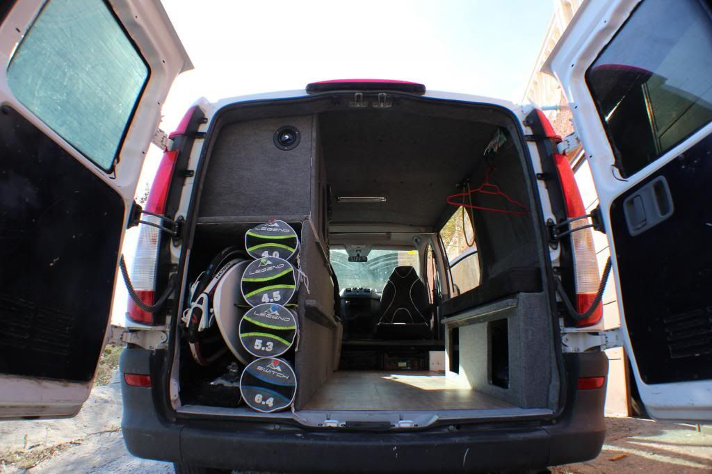 10500 mercedes vito 111cdi mixta camperizada para windsurf con fotos camping cars. Black Bedroom Furniture Sets. Home Design Ideas