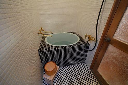 バウハウス桜新町 バスルーム内が狭い場合 外に出て 窓から全体を