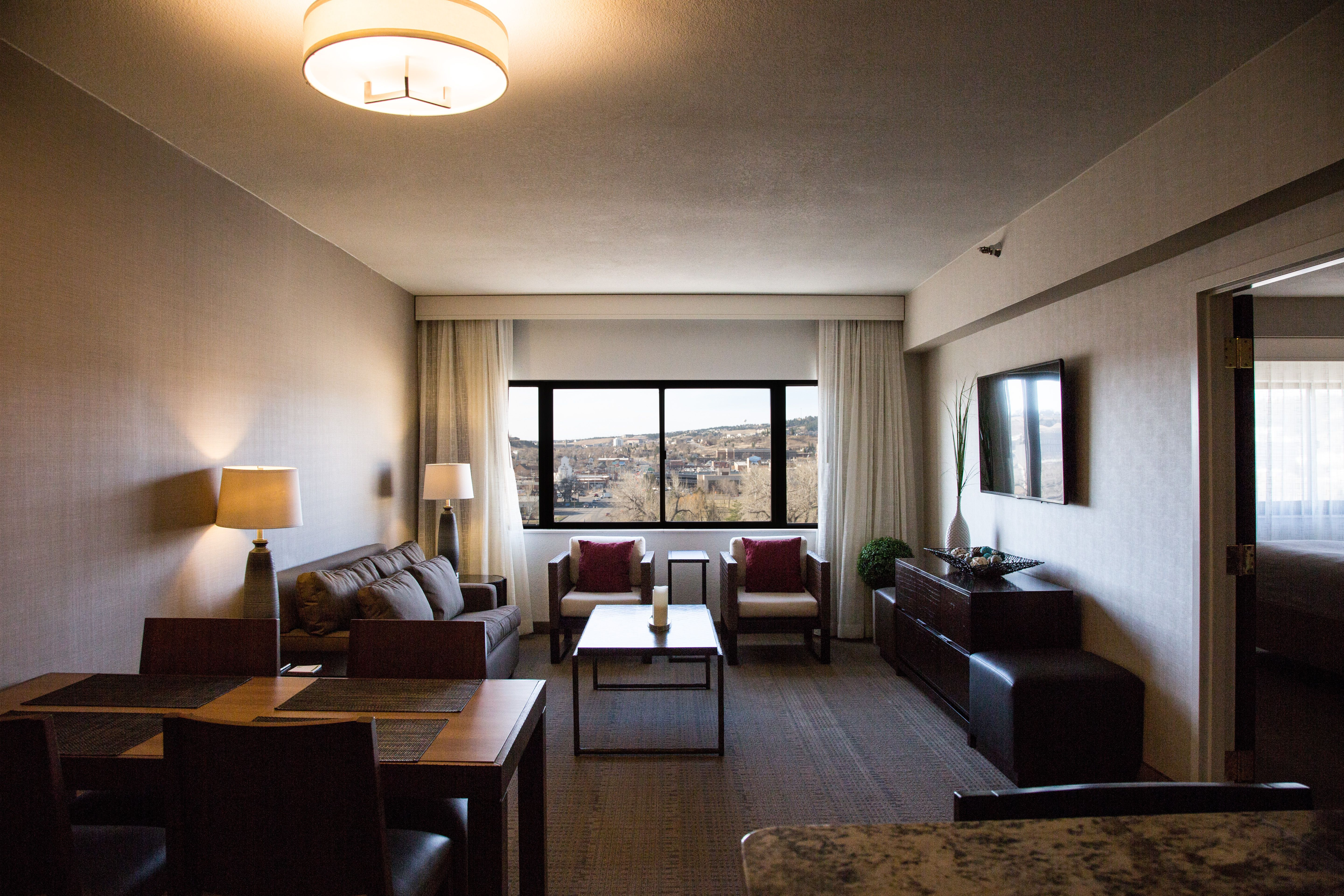 Presidential Suite Photo Claussen Photography Rapid City Hotel Holiday Inn Rapid City Rushmore Plaza Hotel With Images Hotel Amenities