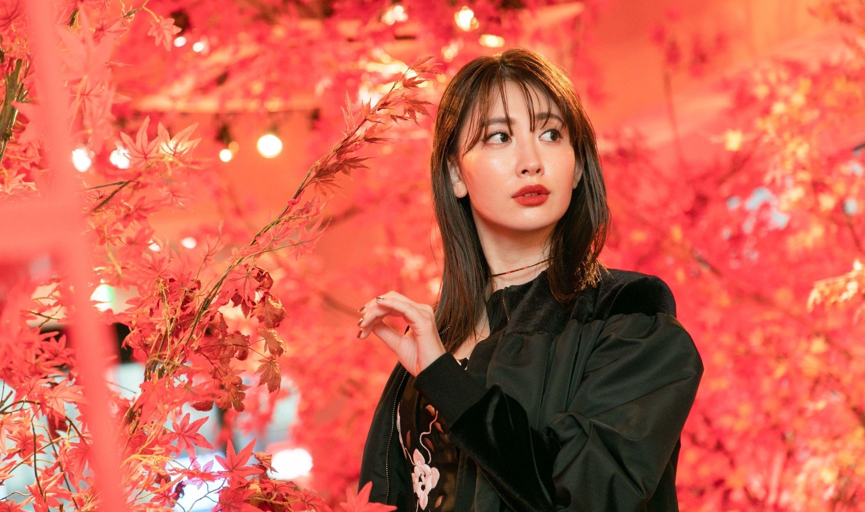 タレントでモデルの小嶋陽菜さんが,東京・神宮前に期間限定 ...
