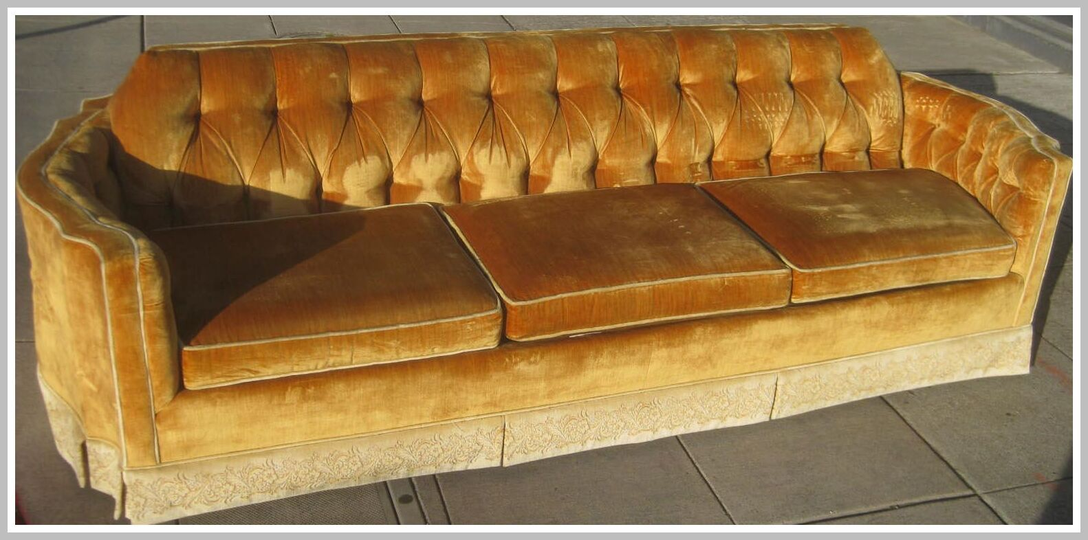 126 Reference Of Brown Leather Couch Turning Yellow In 2020 Brown Leather Couch Velvet Couch Crushed Velvet Sofa